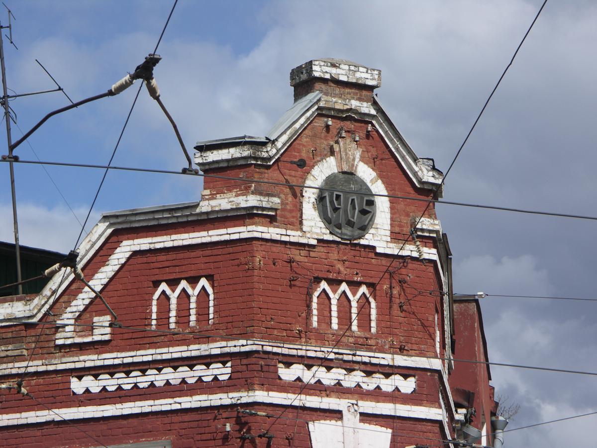Фронтон кирпичного дома фото