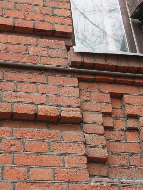 Стена из кирпича. Кирпичная архитектура, фотографии кирпичрых домов. Архитектор Антон Булатецкий