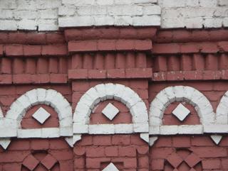 Арки с ромбами в теле кирпичного фриза, Фотографии кирпичных домов, примеры античных - классических архитектурных форм. Архитектор Антон Булатецкий