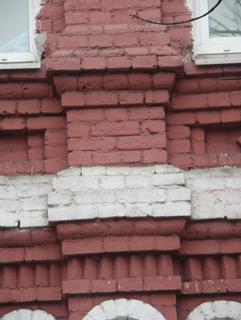 Пьедестал пилястры на кирпичном фасаде дома, Фотографии кирпичных домов, примеры античных - классических архитектурных форм. Архитектор Антон Булатецкий