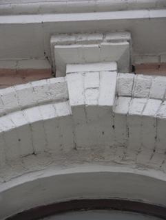 Замковый камень в кирпичной арке, Фотографии кирпичных домов, примеры античных - классических архитектурных форм. Архитектор Антон Булатецкий