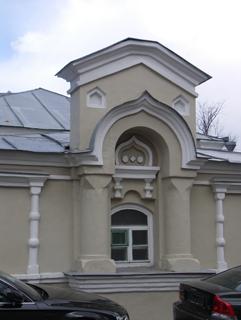 Середина фасада старого кирпичного дома, Фотографии кирпичных домов, примеры античных - классических архитектурных форм. Архитектор Антон Булатецкий