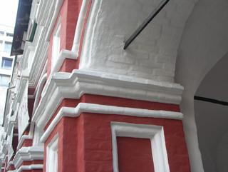 Металлическая затяжка массивной кирпичной арки, Фотографии кирпичных домов, примеры античных - классических архитектурных форм. Архитектор Антон Булатецкий