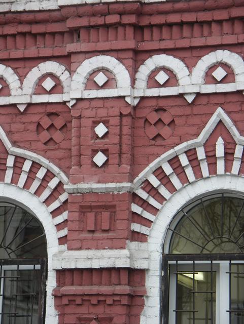 Украшение кладки кирпичного фасада. Фотографии кирпичных домов, примеры античных - классических архитектурных форм. Архитектор Антон Булатецкий