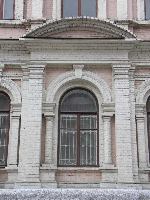 Пример аркады в кирпичной кладке. Фотографии кирпичных домов, примеры античных - классических архитектурных форм. Архитектор Антон Булатецкий