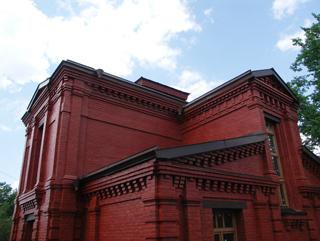 Композиция, Двухэтажный, кирпичный дом в традиционном стиле . Архитектор Антон Булатецкий