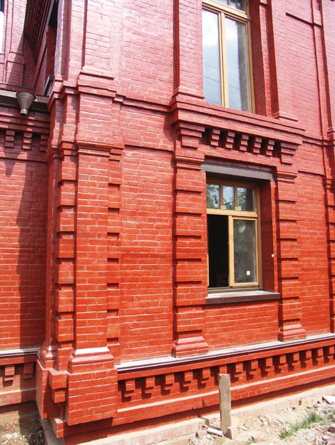 Фасад из красного кирпича фото