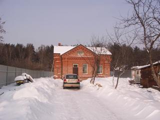 Вид на дом от входа на участок, В гостях, в построенном доме. Архитектор Антон Булатецкий
