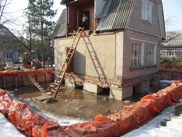 строительство дома рядом со старым